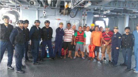 Los rescatados fueron llevados a Cartagena, en donde recibieron atención médica, para luego ser puestos a disposición de Migración Colombia. Foto: Oficial / Noticias RCN