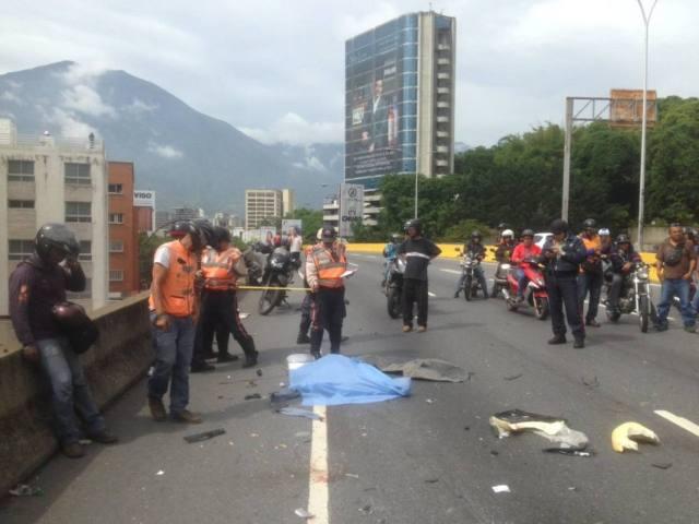 Murió nadador tras se arrollado en la autopista Prados del Este