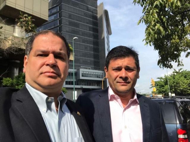 Diputados frente a la sede del Sebin / Foto @LuisFlorido