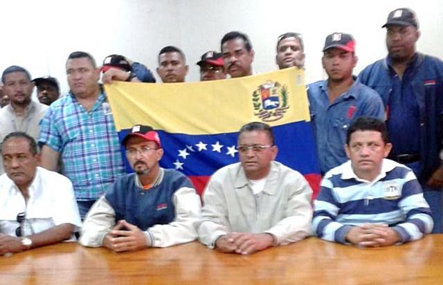 Leonel Grisett, acompañado de los dirigentes sindicales de las distintas empresas básicas de Guayana