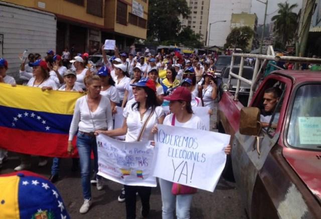 Mujeres en la marcha contra la represión este #6May / Foto DiarioAvanceWeb