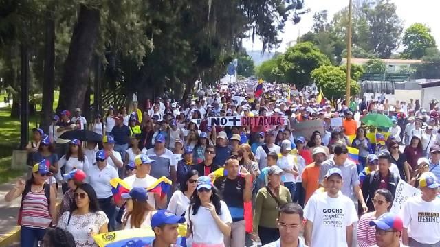 Manifestantes tomaron las calles de Mérida (Foto: @leoperiodista)