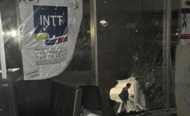 Destrozos a instalaciones del Metro de Los Teques / Foto @MetroLTe