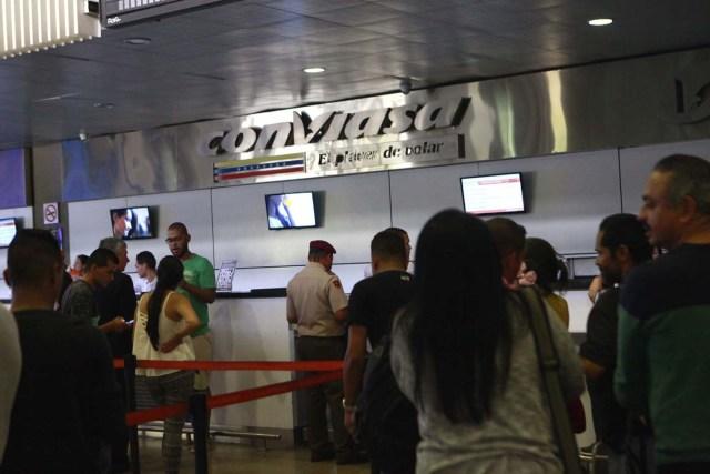 Pasajeros en el aeropuerto de Maiquetía (Foto AVN)
