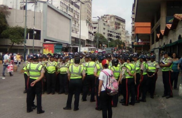 Contingente femenino de la PNB en Chacaíto este #6May / Foto @unidadvenezuela