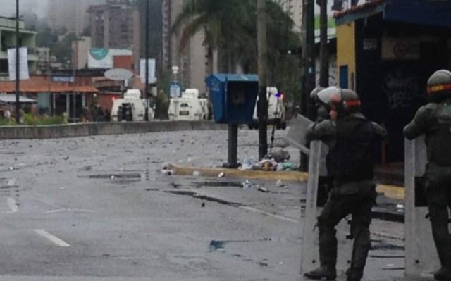 Represión de la GN en San Antonio de Los Altos / Foto @dmurolo