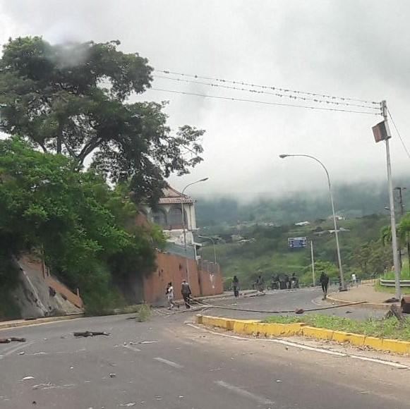 El paso en la vía principal de Táriba está obstaculizado (Foto: @aboghumanista)