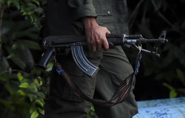 Un miembro de las Farc portando un arma (Foto: AFP)