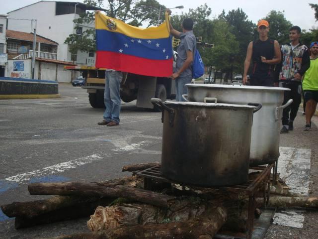 Cocinando en leña / El Nacional