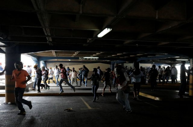 La GNB ingresó al CCCT donde se resguardaban algunos manifestantes. REUTERS/Marco Bello
