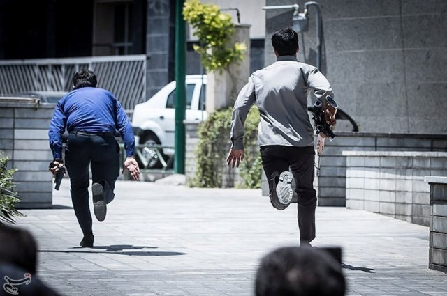 Members of Iranian forces run during an attack on the Iranian parliament in central Tehran, Iran, June 7, 2017. Tasnim News Agency/Handout via REUTERS ATTENTION EDITORS - THIS PICTURE WAS PROVIDED BY A THIRD PARTY. FOR EDITORIAL USE ONLY. NO RESALES. NO ARCHIVE.