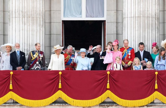 Members of Britain's royal familly stand on the balcony of Buckingham Palace after Trooping the Colour in London, Britain, June 17, 2017. REUTERS/Toby Melville