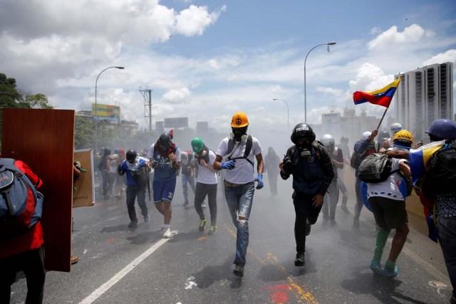 Opposition supporters rally against Venezuela's President Nicolas Maduro's government in Caracas, Venezuela, June 19, 2017. REUTERS/Ivan Alvarado