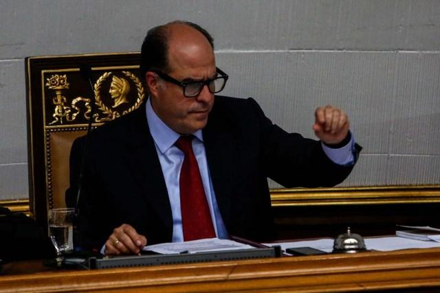 CAR12. CARACAS (VENEZUELA), 13/06/2017.- El presidente de la Asamblea Nacional, el diputado Julio Borges, dirige una sesión de ese organismo hoy, martes 13 de Junio de 2017, en Caracas (Venezuela). El Parlamento venezolano de mayoría opositora designó hoy un Comité de Postulaciones Judiciales que se ocupará de seleccionar los candidatos para sustituir a una treintena de magistrados cuyo nombramiento a fines de 2015 ha sido calificado por el antichavismo como fraudulento. EFE/CRISTIAN HERNÁNDEZ