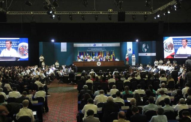 EFE/Mario Guzmán[/caption]    Desde Cancún, México, el diputado Franco Casella (Unidad/Miranda) dijo que aunque la Canciller Delcy Rodríguez pretende señalar la votación de la resolución de la Organización de los Estados Americanos (OEA) como una victoria, más bien es un retroceso a la diplomacia venezolana, ya que tanto Ecuador como República Dominicana se abstuvieron a pesar de que hasta hace muy poco respaldaban de forma irrestricta al