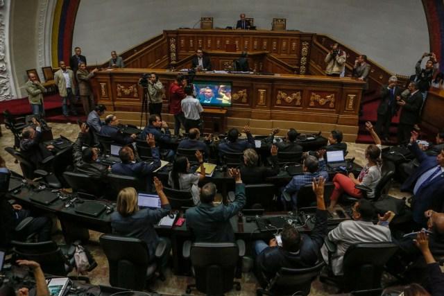 CAR01. CARACAS (VENEZUELA), 06/06/2017.- Vista general de una sesión de la Asamblea Nacional hoy, martes 6 de mayo de 2017, en Caracas (Venezuela). El Parlamento debate sobre actuación del Poder Electoral, frente al eventual cambio de la Constitución impulsado por el Gobierno. EFE/CRISTIAN HERNÁNDEZ