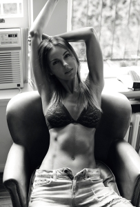 Supermodelo, superftines, superdesnuda… Clickea con confianza y maravillate con Autumn (SUPER)