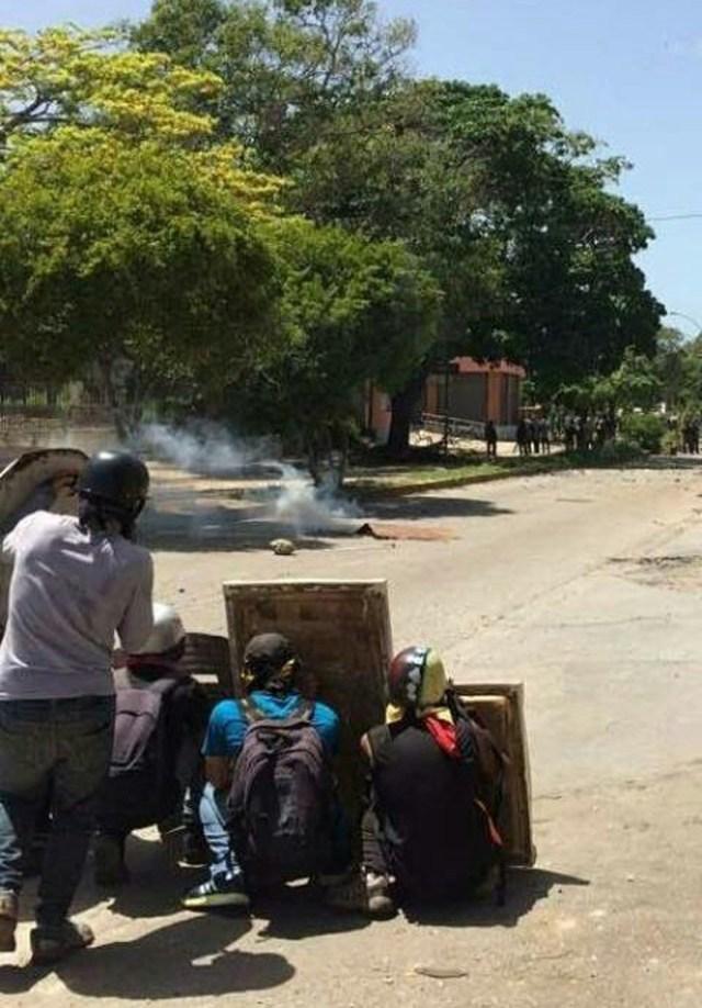 Represión a estudiantes de la I.U.P.Santiago Mariño / Foto: @DipYanetFermin