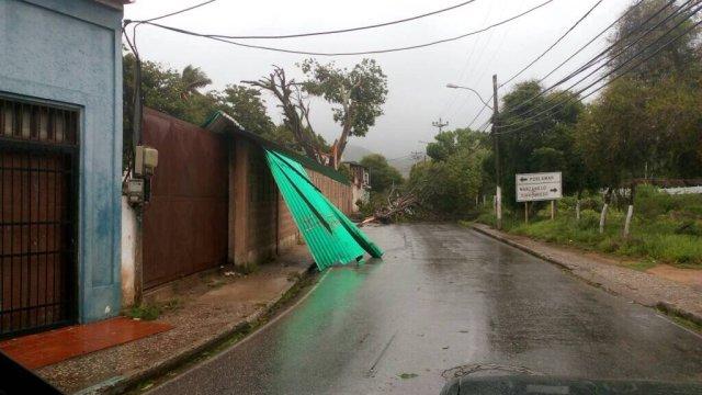 La tormenta Bret causó destrozos en su paso por Nueva Esparta