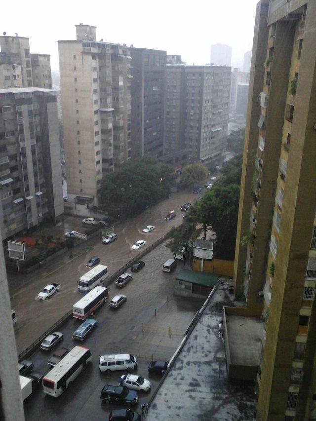 Inundaciones en Caracas / Foto: @ColasNoresteCCS