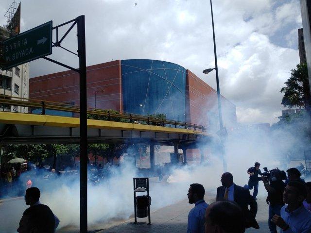 cuerpos de in-seguridad del estado reprimieron con bombas lacrimógenas a vecinos del sector La Candelaria / Foto: Archivo