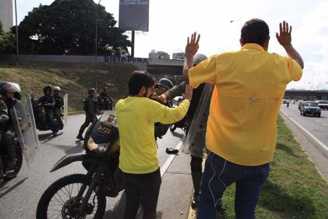 Diputados Miguel Pizarro y Juan Requesens agredidos en la autopista Francisco Fajardo / Foto @Miguel_Pizarro
