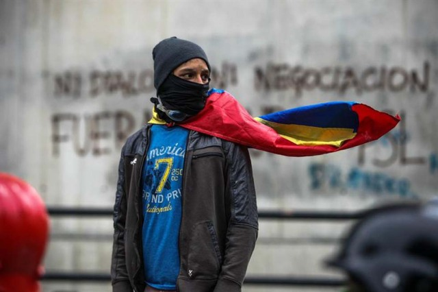 Cuerpos de seguridad redoblan la represión en las marchas. La resistencia sigue. Foto: EFE