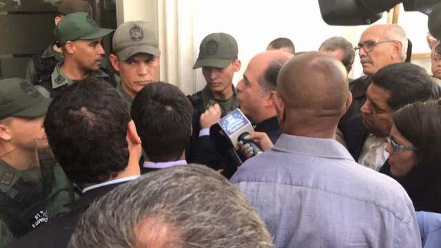 Agresiones de la GNB en la AN / Foto: @AsambleaVE