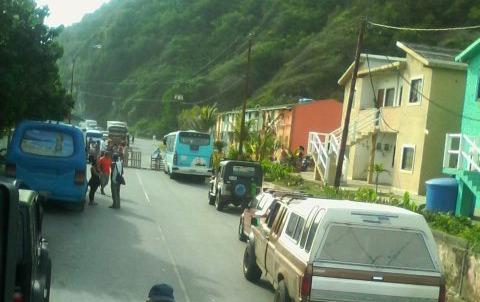 Foto: Habitantes del Pueblo de Care en Vargas salen a protestar /Cortesía
