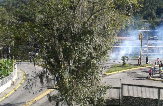 Foto: Dispersan con gas lacrimógeno protestas en Los Sauzales / José Angel León?
