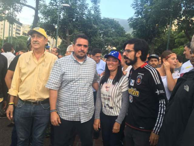 Manifestante comienzan a congregarse en Altamira: Foto: Vanessa Lupo