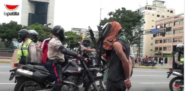 Jóvenes que intentaron ser detenidos por la PNB en Altamira