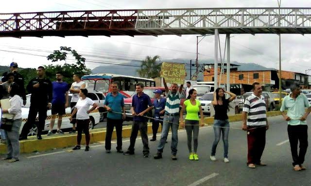 Foto: Vecinos de Valera protestan por falta de comida / trujillodigital24.com.ve
