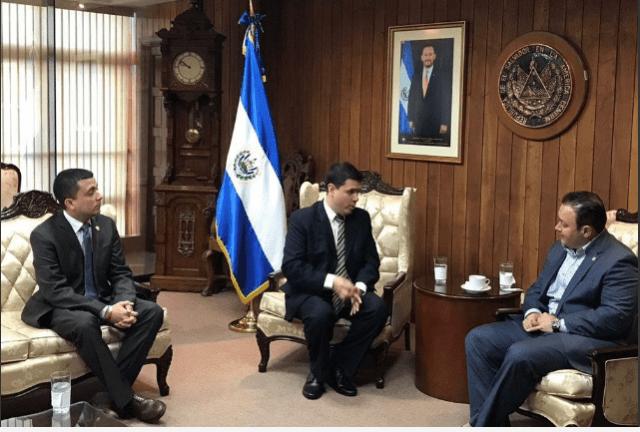ROSMIT MANTILLA EN EL SALVADOR 2