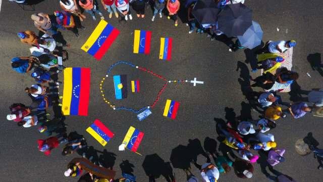 Eveling de Rosales se sumó al Plantón Nacional este lunes 5 de junio junto a los ciudadanos de Maracaibo