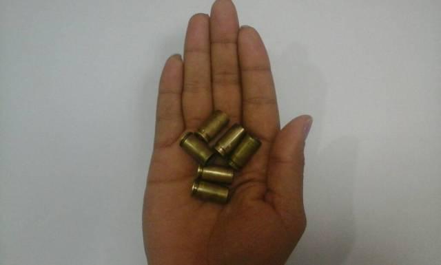Fotografía de los casquillos de las balas que disparó el Conas - GN en el CCCT. Foto: LaParilla.com