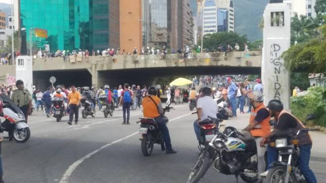 Reprimen a los manifestantes en Las Mercedes/ Foto: @milmanrique