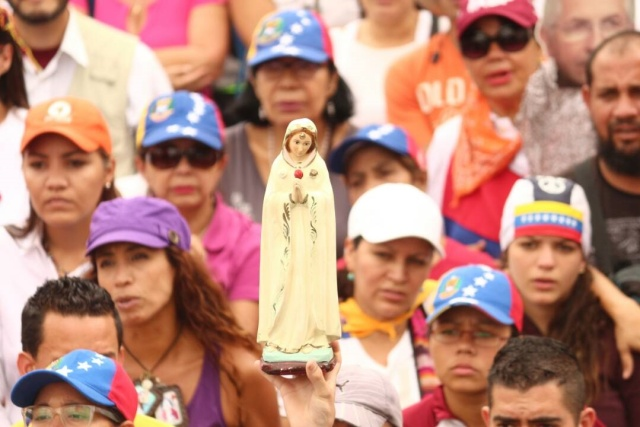 Rosario por la paz de Venezuela / Foto: Wil Jiménez