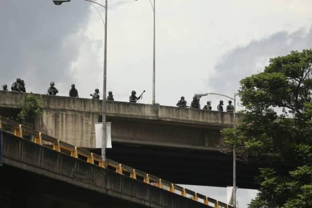 GNB reprime a manifestantes en la Francisco Fajardo / Foto: Will Jiménez - La Patilla