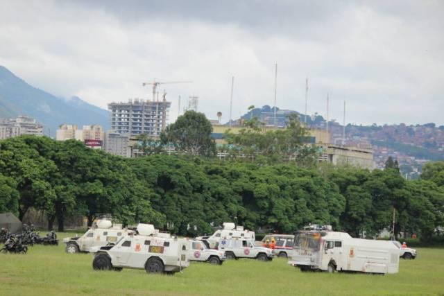 Cuerpos de seguridad comenzaron a reprimir a los manifestantes que se retiraban de La Carlota. Foto: Régulo Gómez / LaPatilla.com