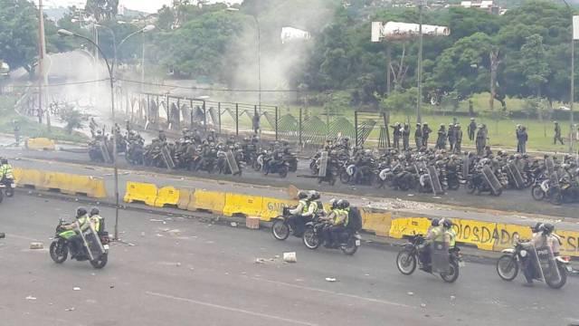 El régimen multiplicó la cantidad de efectivos para la represión en La Carlota. Foto: Eduardo Ríos / LaPatilla.com