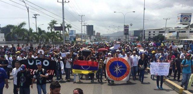 Anzoatiguenses participaron en la marcha de las urnas (Foto: @AstridSilvestri)