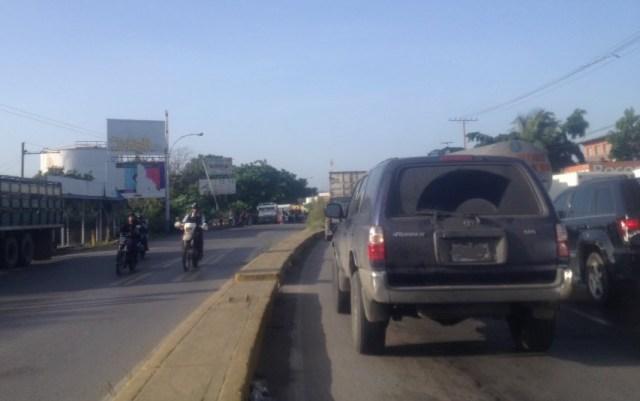Tranca en Cagua, carretera Nacional Nacional / Foto @ServicioVialFM