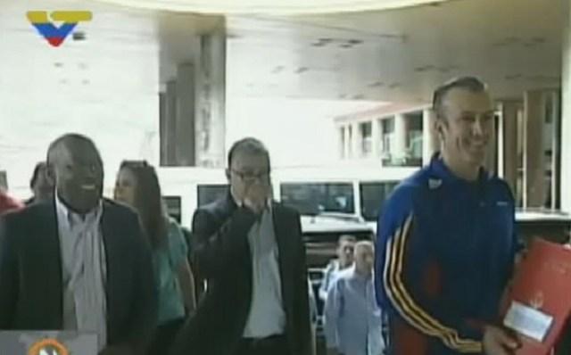 Tareck El Aissami, vicepresidente de la República, a su llegada al CNE / Foto captura tv