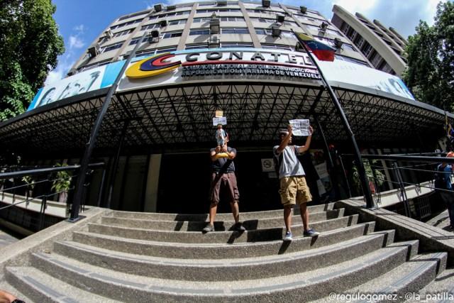La juventud se le plantó a Conatel para exigir el cese a la censura. Foto: Régulo Gómez / LaPatilla.com