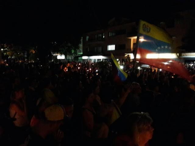 Marcha nocturna desde la sede de la OEA. Foto: Eduardo de la Concha /lapatilla