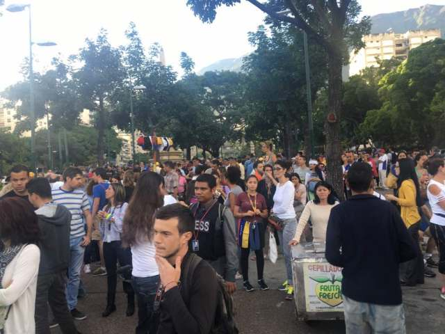 Manifestantes llegan al Distribuidor de Altamira. Foto: Eduardo de la Concha.