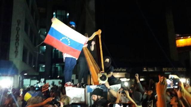 marcha nocturna frente a la OEA