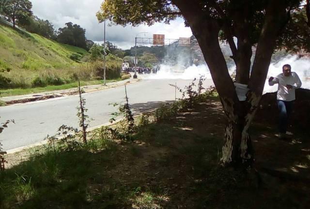 La GNB dispersó la manifestación con bombas lacrimógenas (Foto: @JuventudesVP)