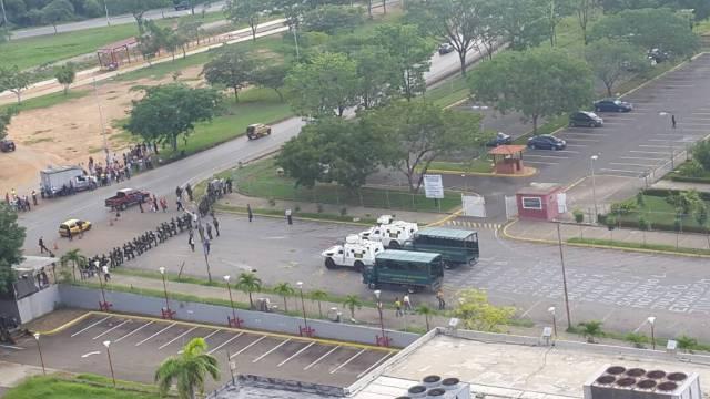 Foto: Militarizado los alrededores del Palacio de Justicia en Guayana / Ivan Yañez